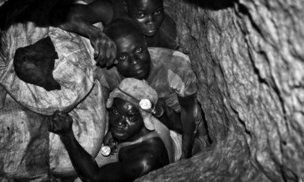 Guillaume Pitron livre sa guerre aux métaux rares : Explosion des besoin en Cobalt pour les batteries lithium-ion utilisées dans les véhicules électriques et esclavage en République Démocratique du Congo qui produit 50% du Cobalt