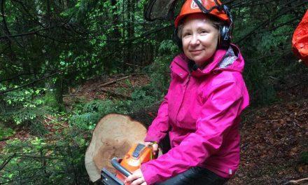 RCF RADIO – Roseline Labarrière-Duchamp, un changement de vie à 60 ans vers le métier de bûcheron