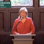 """Mary Berry – Les motivations de la lutte du Berry Center pour la survie des petites fermes familiales – """"Le bon travail, est source d'adhésion""""- Conférence du Centre Shumacher"""